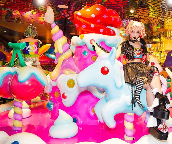 Kawaii-Monster-Cafe-Harajuku-usanze-giapponesi