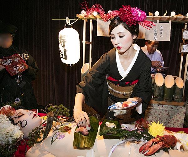 body-sushi-nyotaimori-usanze-giapponesi