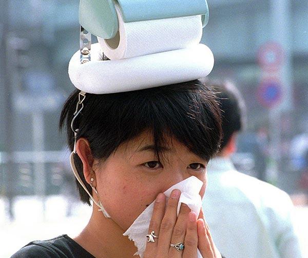 copricapo-da-passeggio-per-persone-raffreddate-chindogu-invenzioni-giapponesi