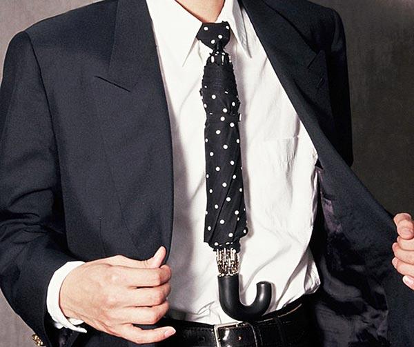 cravatta-ombrello-chindogu-invenzioni-giapponesi