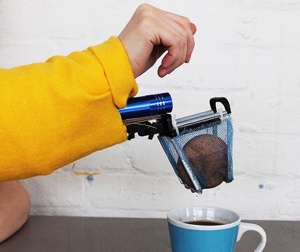 inzuppatore-automatico-prima-colazione-chindogu-invenzioni-giapponesi