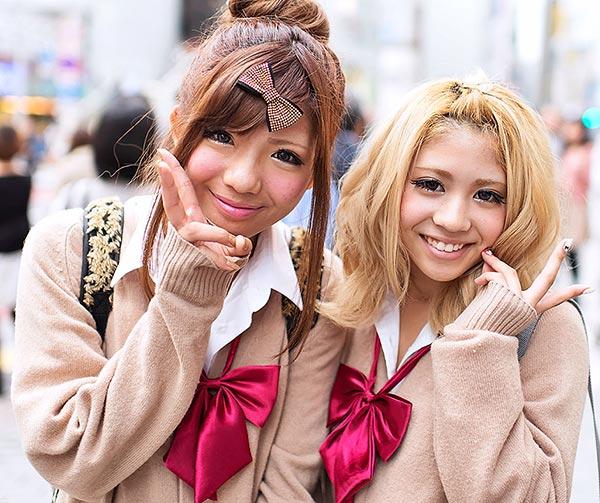 kogal-school-girls-japanese-style