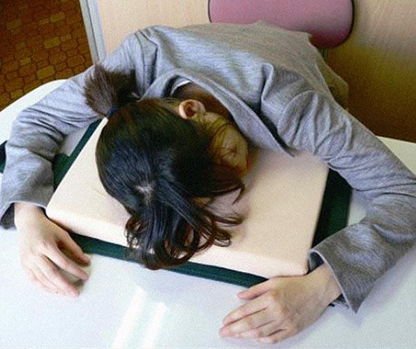 libro-cuscino-da-biblioteca-chindogu-invenzioni-giapponesi