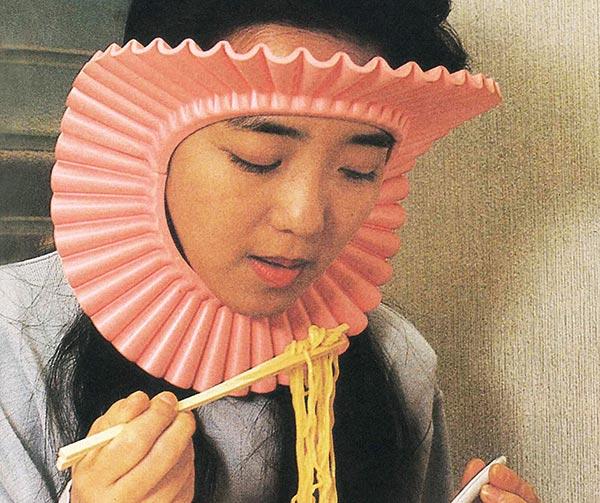 maschera-antischizzo-per-spaghetti-chindogu-invenzioni-giapponesi