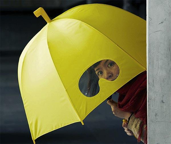 ombrello-con-spioncino-chindogu-invenzioni-giapponesi