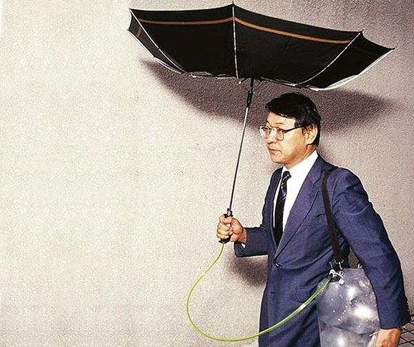 ombrello-idro-raccoglitore-chindogu-invenzioni-giapponesi