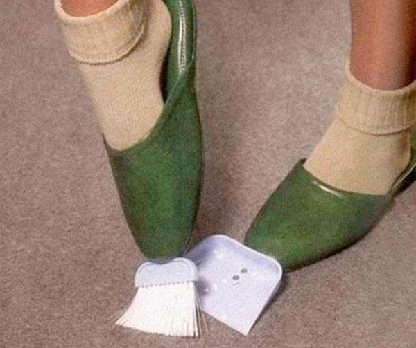 pantofole-scopa-paletta-chindogu-invenzioni-giapponesi