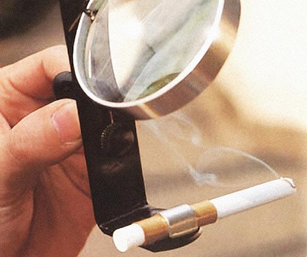 portasigaretta-con-lente-accendino-chindogu-invenzioni-giapponesi