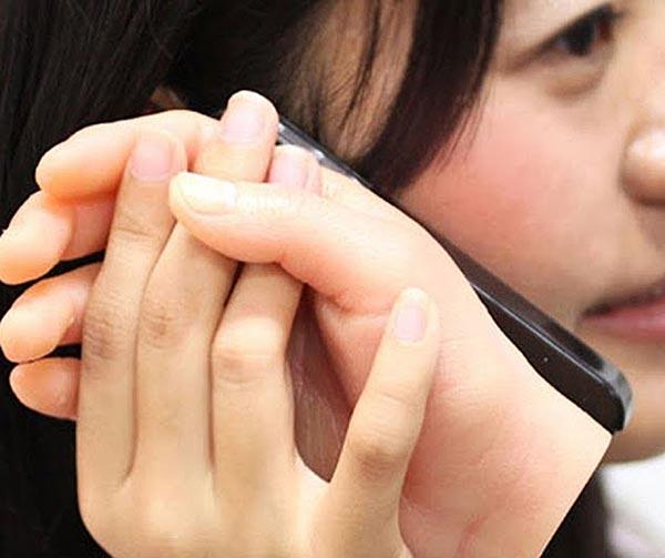 smartphone-mano-silicone-usanze-giapponesi
