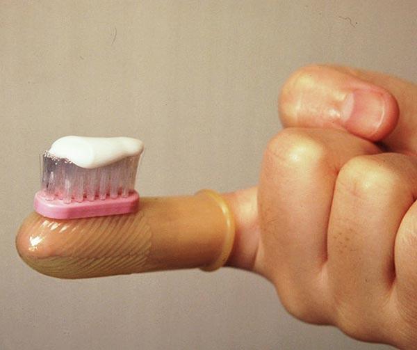 spazzolino-ditale-chindogu-invenzioni-giapponesi
