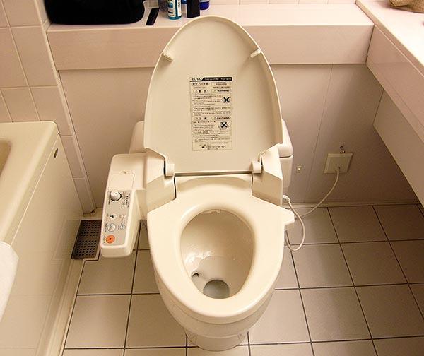 wc-bidet-integrato-washlet-usanze-giapponesi