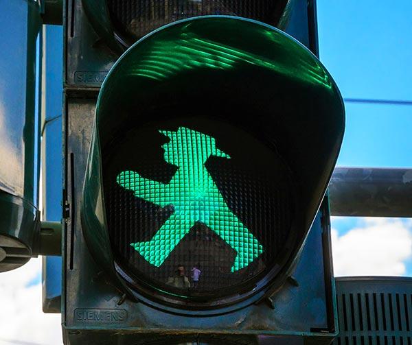 ampelfrauen-omino-semaforo-usi-costumi-tedeschi