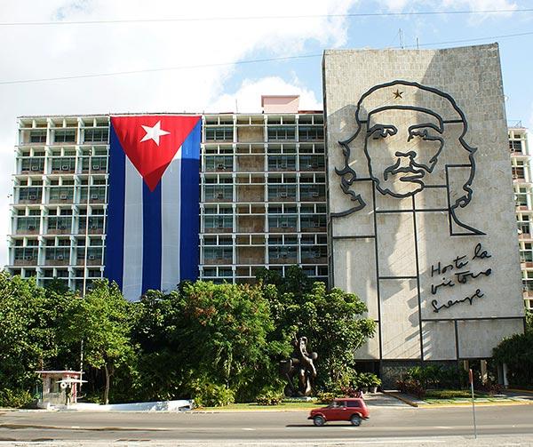 piazza-rivoluzione-cuba-usi-costumi-cubani