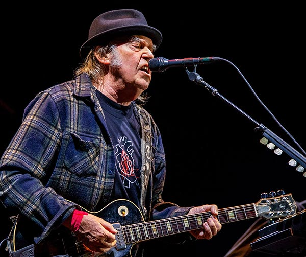 neil-young-musicisti-pop-canadesi